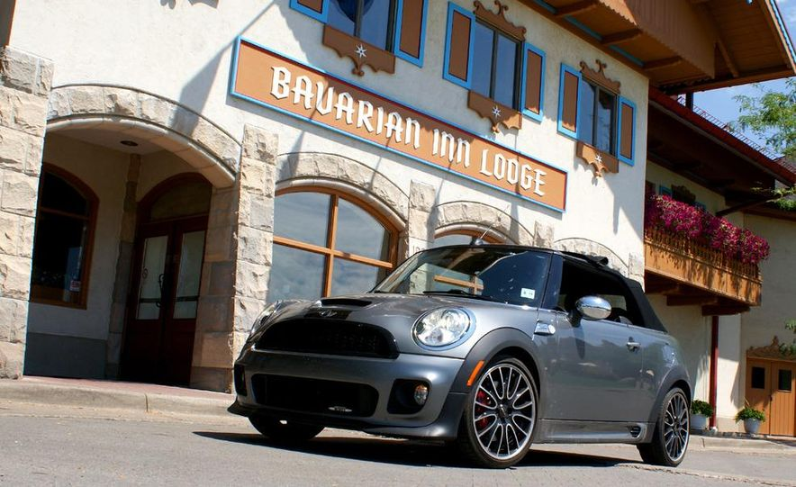 2009 Mini John Cooper Works convertible - Slide 1