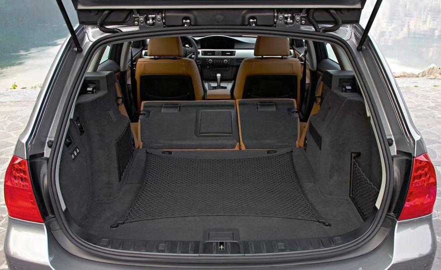2010 BMW 335i xDrive sedan - Slide 41