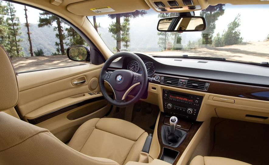 2010 BMW 335i xDrive sedan - Slide 16
