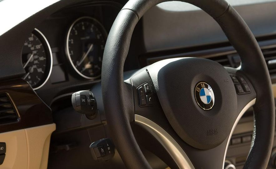 2010 BMW 335i xDrive sedan - Slide 19