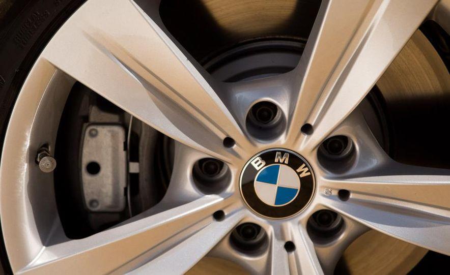 2010 BMW 335i xDrive sedan - Slide 22