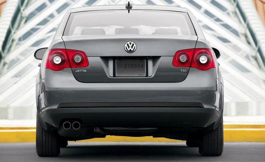 2010 Volkswagen Jetta TDI Cup Street Edition - Slide 4