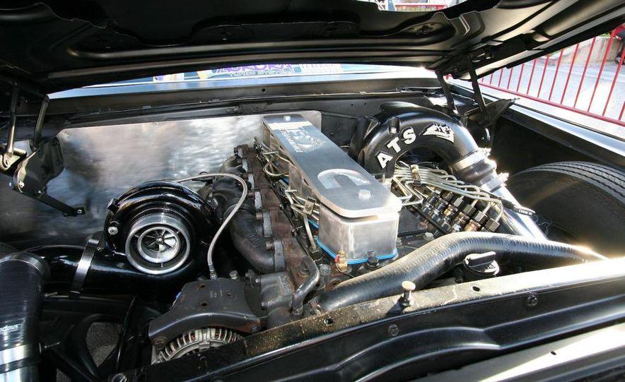 Cadillac Fleetwood Brougham Turbo-Diesel - Slide 2