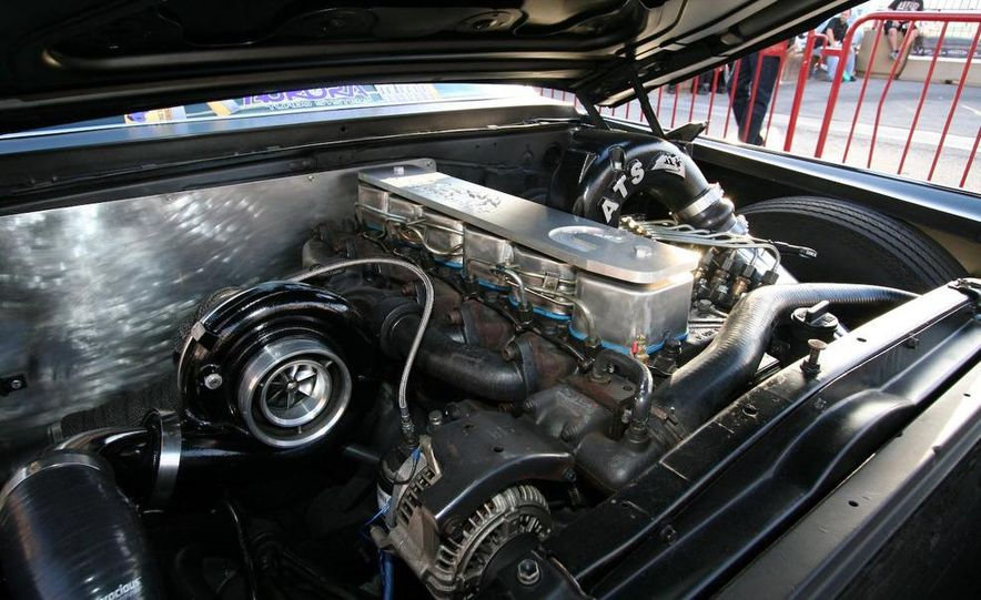 Cadillac Fleetwood Brougham Turbo-Diesel - Slide 3