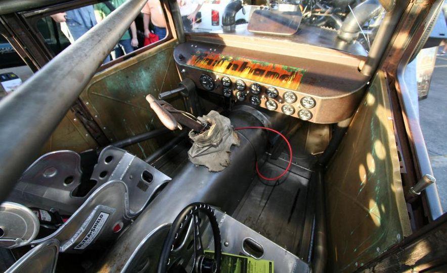 Cadillac Fleetwood Brougham Turbo-Diesel - Slide 57