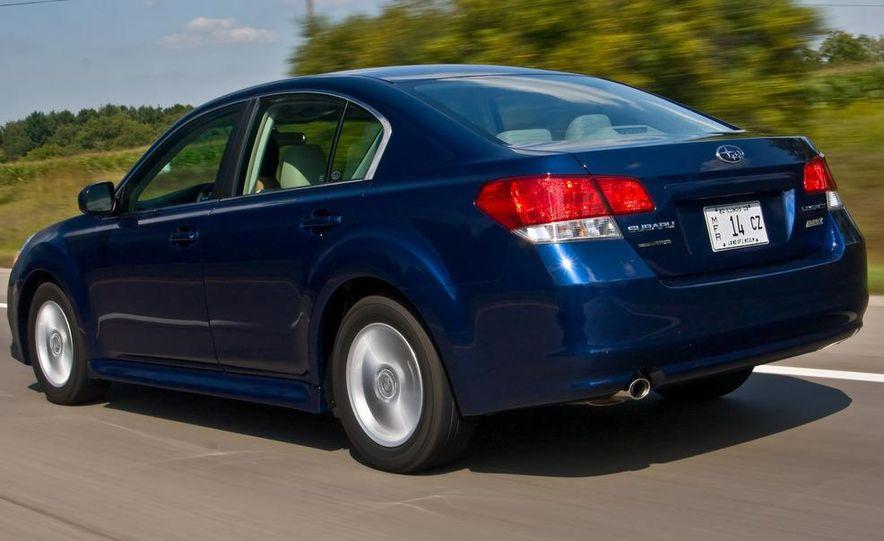 2010 Subaru Legacy 2.5i - Slide 2