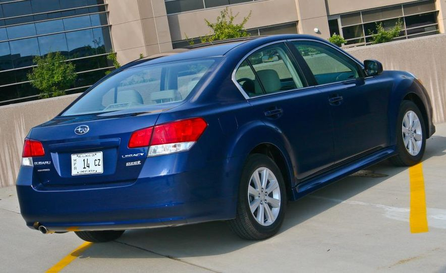 2010 Subaru Legacy 2.5i - Slide 7
