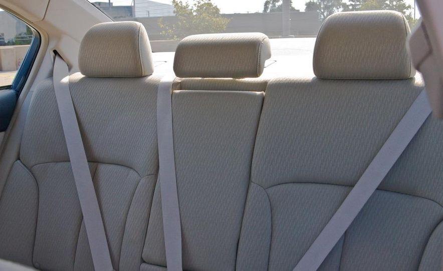 2010 Subaru Legacy 2.5i - Slide 40