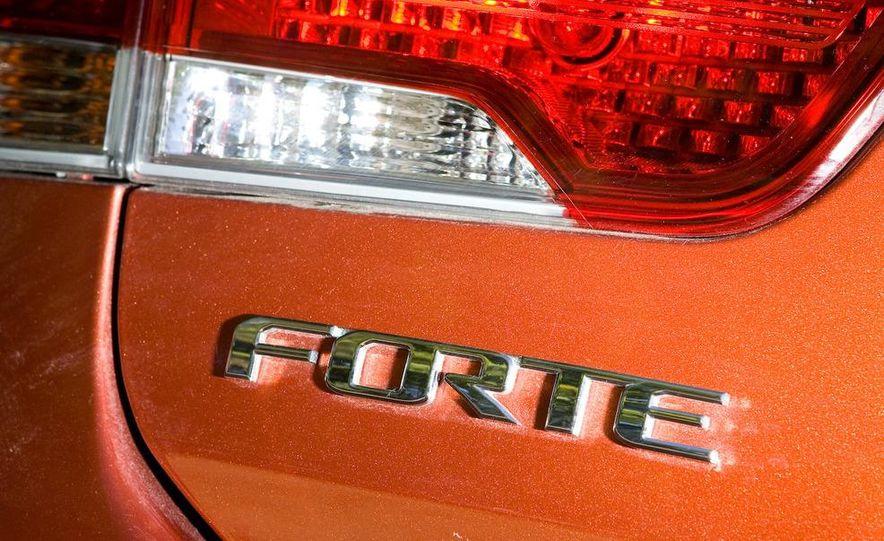2010 Kia Forte Koup - Slide 12