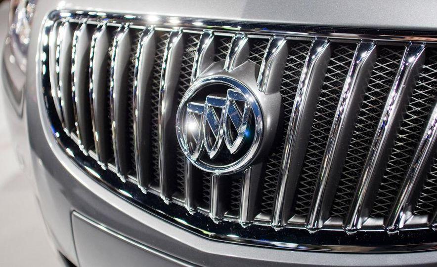 2011 Buick Regal - Slide 13
