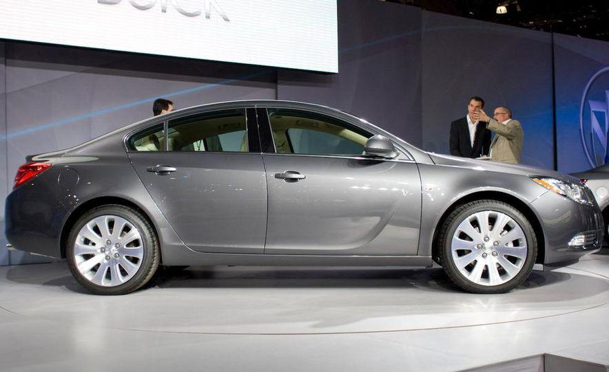 2011 Buick Regal - Slide 2