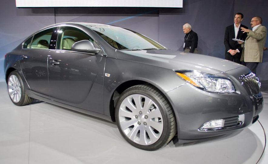 2011 Buick Regal - Slide 3