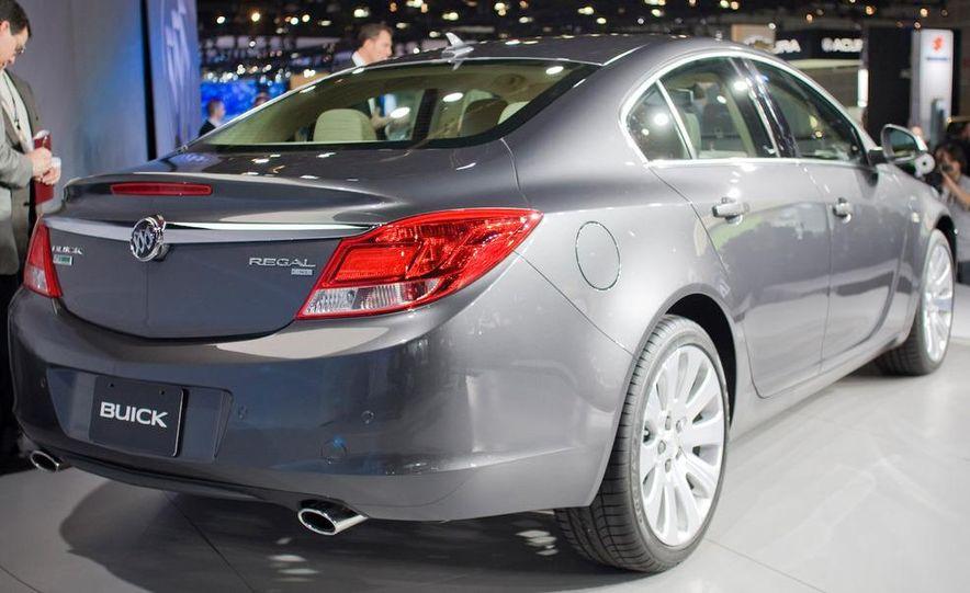 2011 Buick Regal - Slide 7