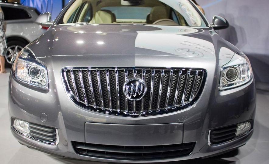 2011 Buick Regal - Slide 14