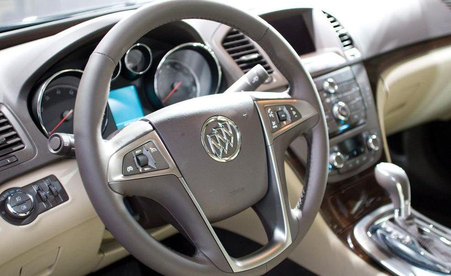 2011 Buick Regal - Slide 8