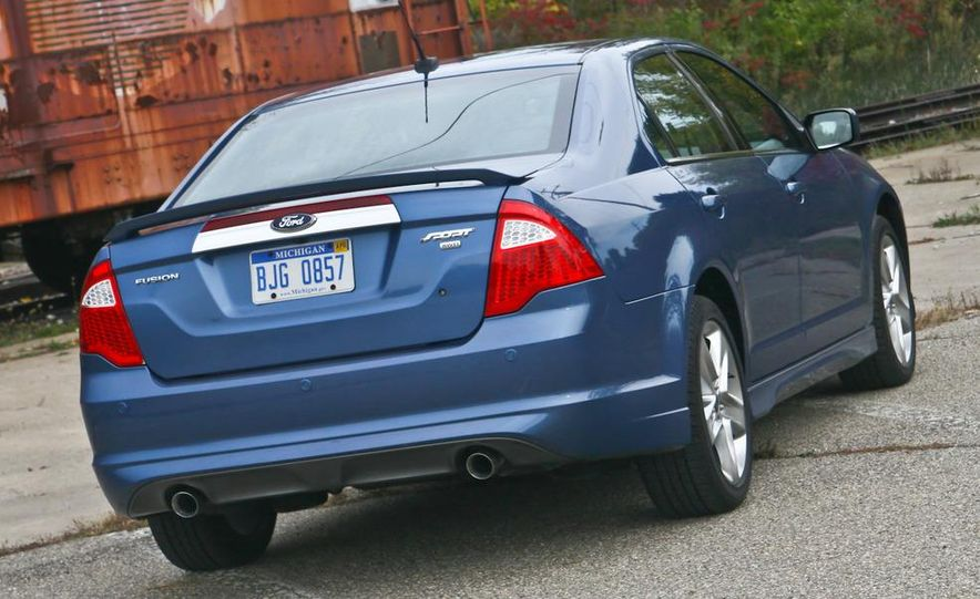 2010 Ford Fusion Sport AWD - Slide 17