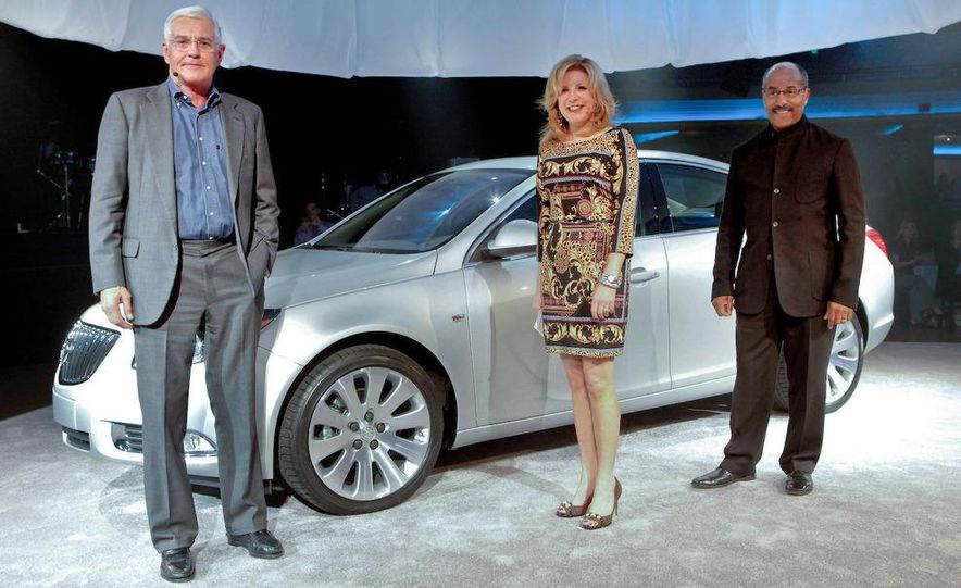 2011 Buick Regal - Slide 9