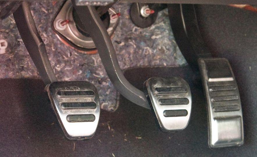 2011 Ford Mustang V-6 grille - Slide 66