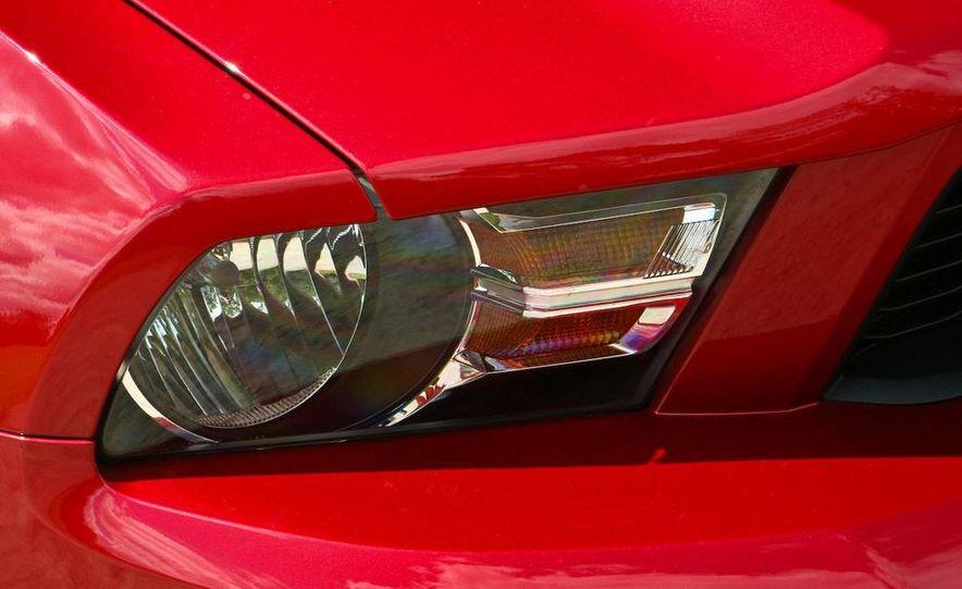 2011 Ford Mustang V-6 grille - Slide 46