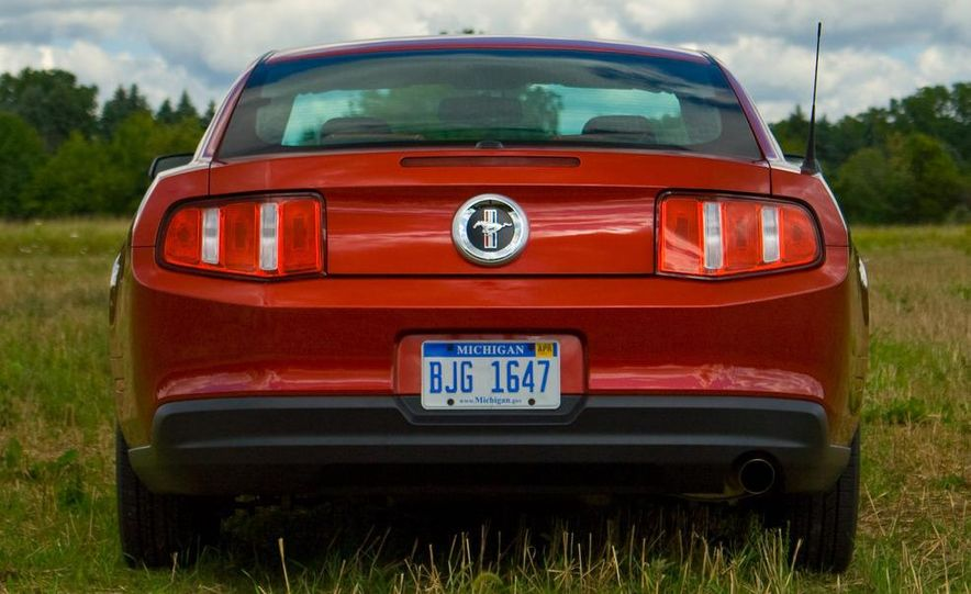 2011 Ford Mustang V-6 grille - Slide 36