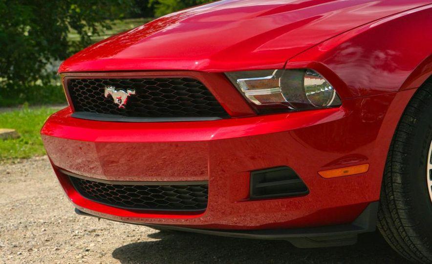 2011 Ford Mustang V-6 grille - Slide 41