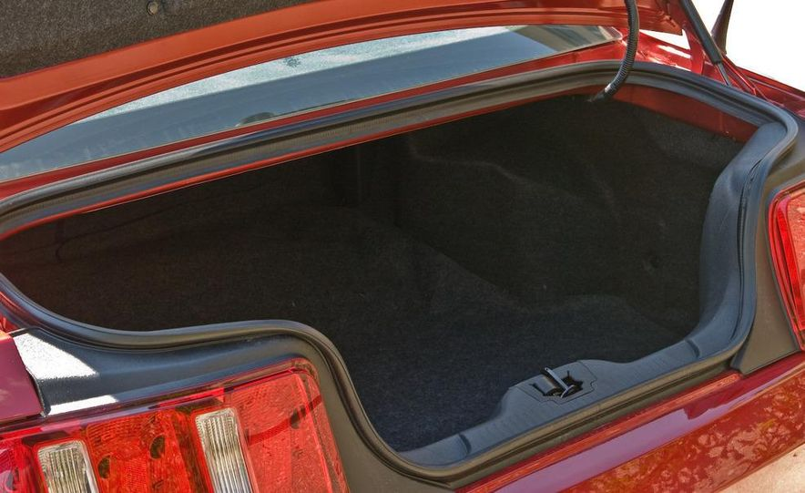 2011 Ford Mustang V-6 grille - Slide 68