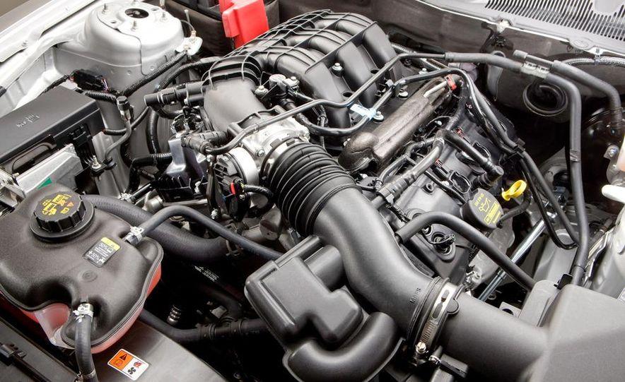 2011 Ford Mustang V-6 grille - Slide 26