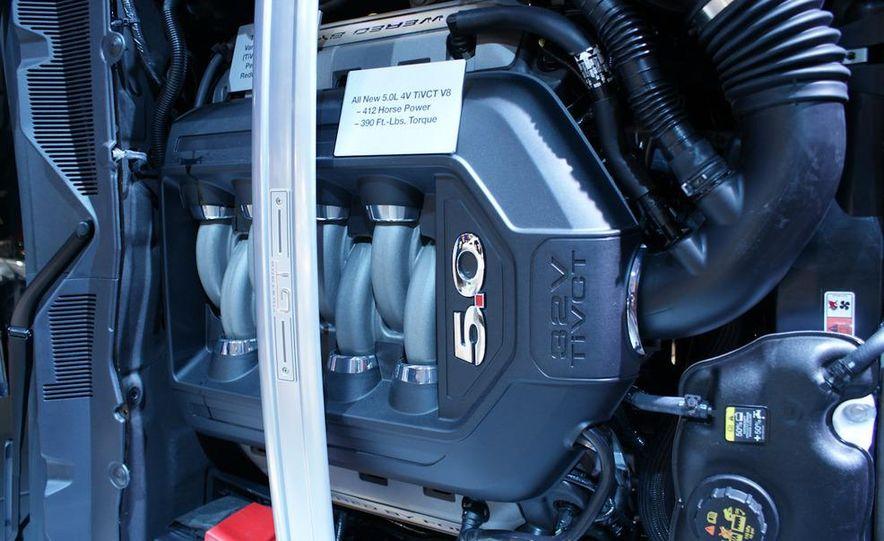 2011 Ford Mustang V-6 grille - Slide 7