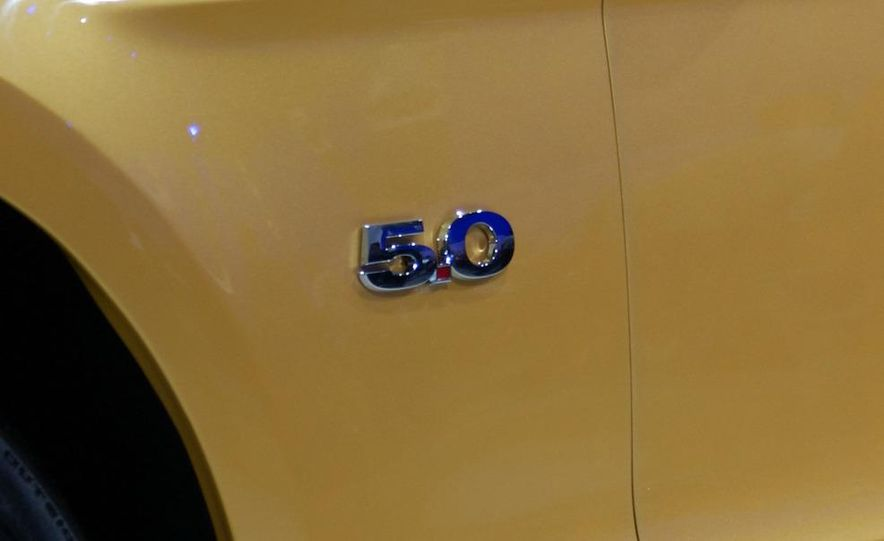 2011 Ford Mustang V-6 grille - Slide 17