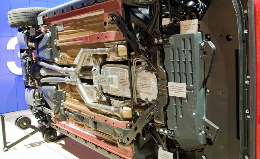 2011 Ford Mustang V-6 grille - Slide 30