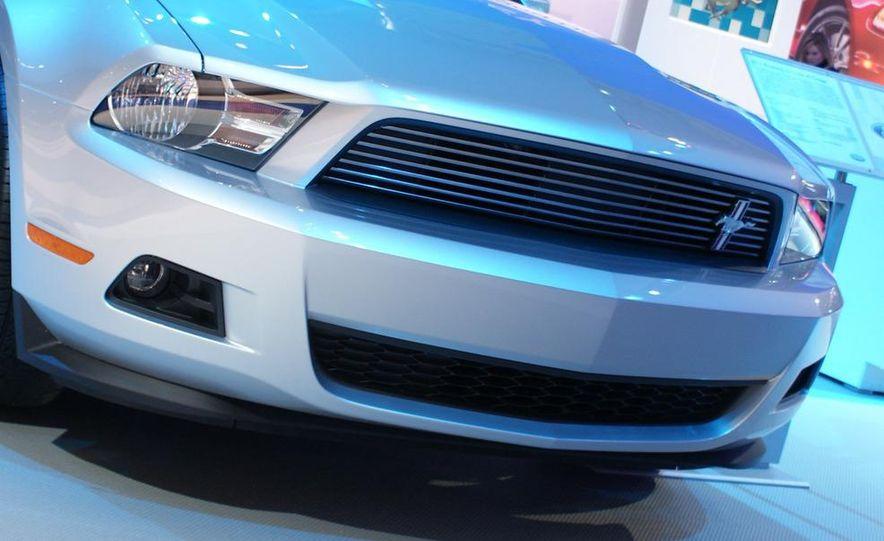 2011 Ford Mustang V-6 grille - Slide 6