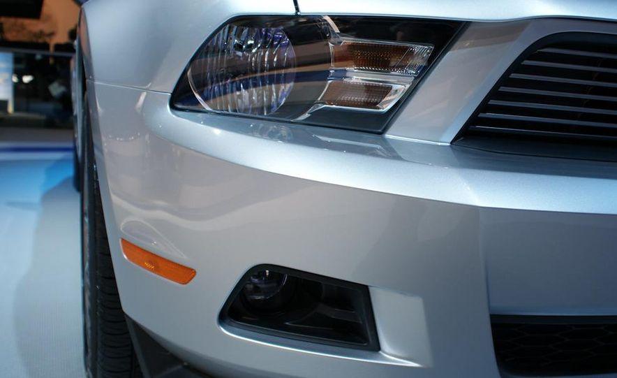 2011 Ford Mustang V-6 grille - Slide 5