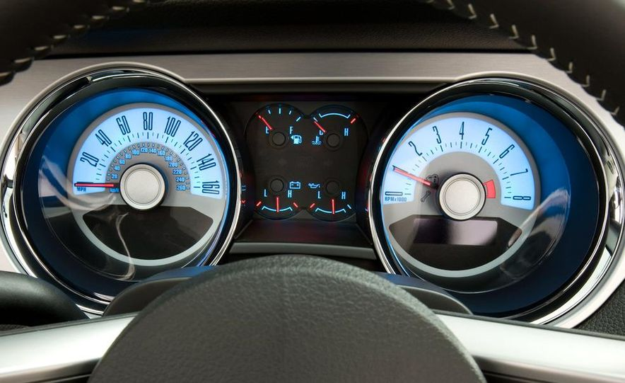 2011 Ford Mustang V-6 grille - Slide 22