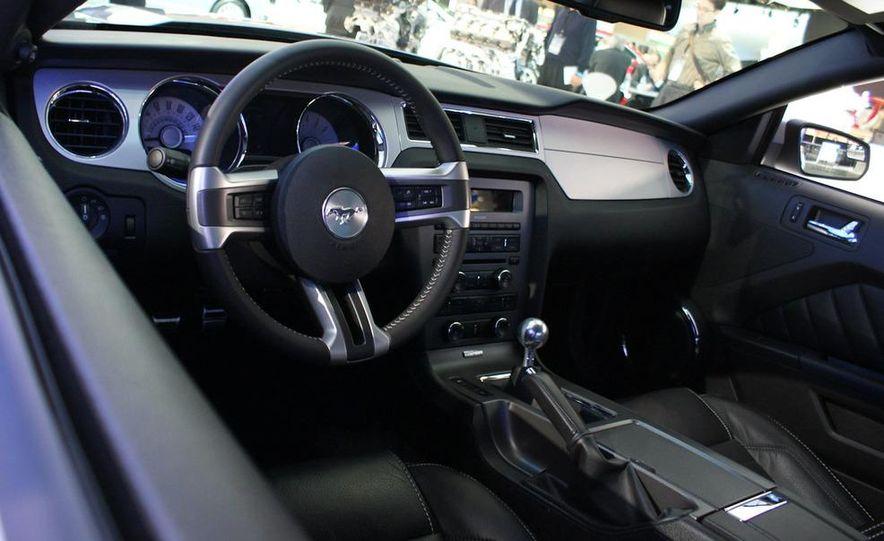 2011 Ford Mustang V-6 grille - Slide 8