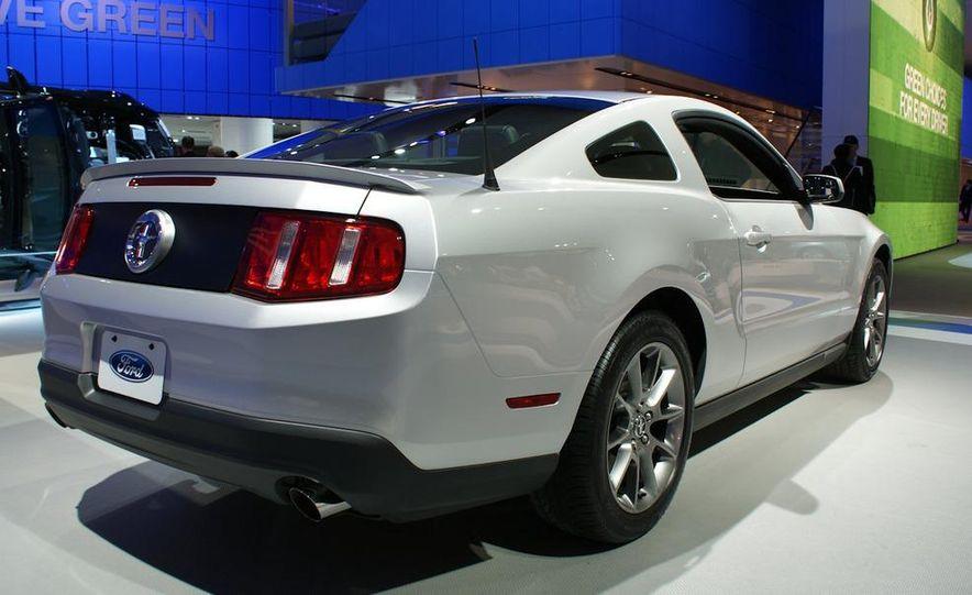 2011 Ford Mustang V-6 grille - Slide 2