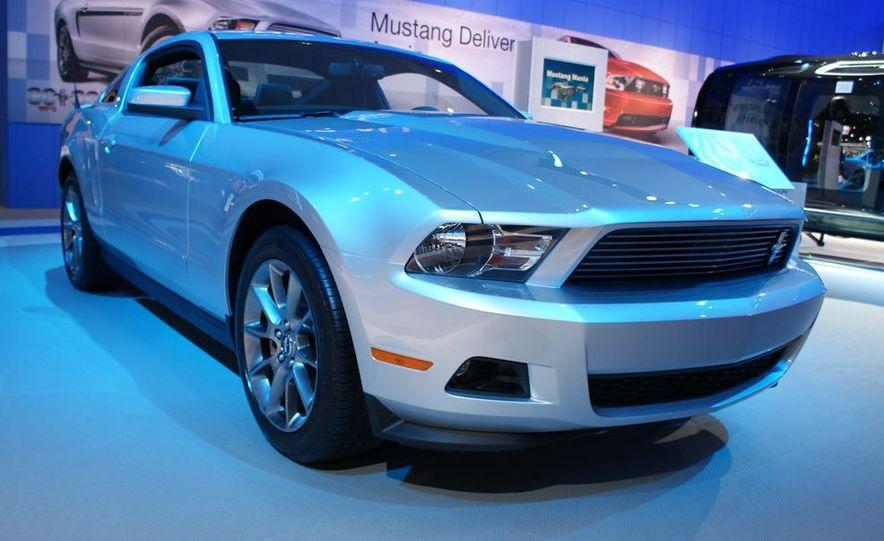 2011 Ford Mustang V-6 grille - Slide 3