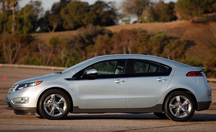 2011 Chevrolet Volt with range extender - Slide 2