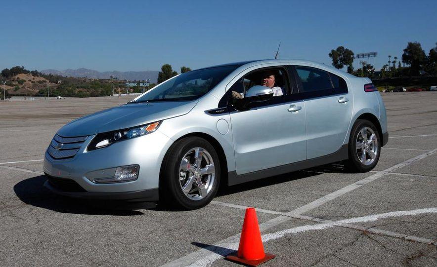 2011 Chevrolet Volt with range extender - Slide 16