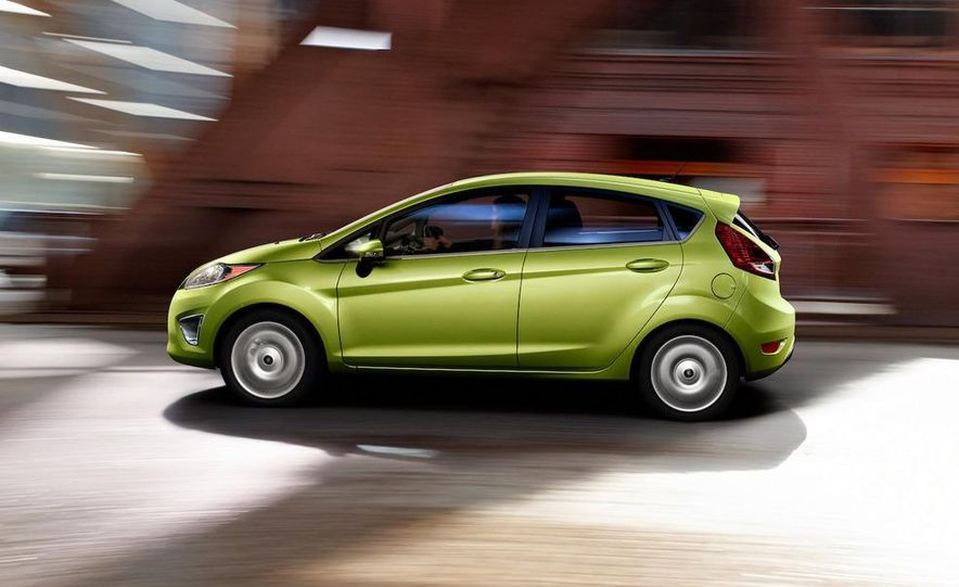 2011 Ford Fiesta 5-door - Slide 24