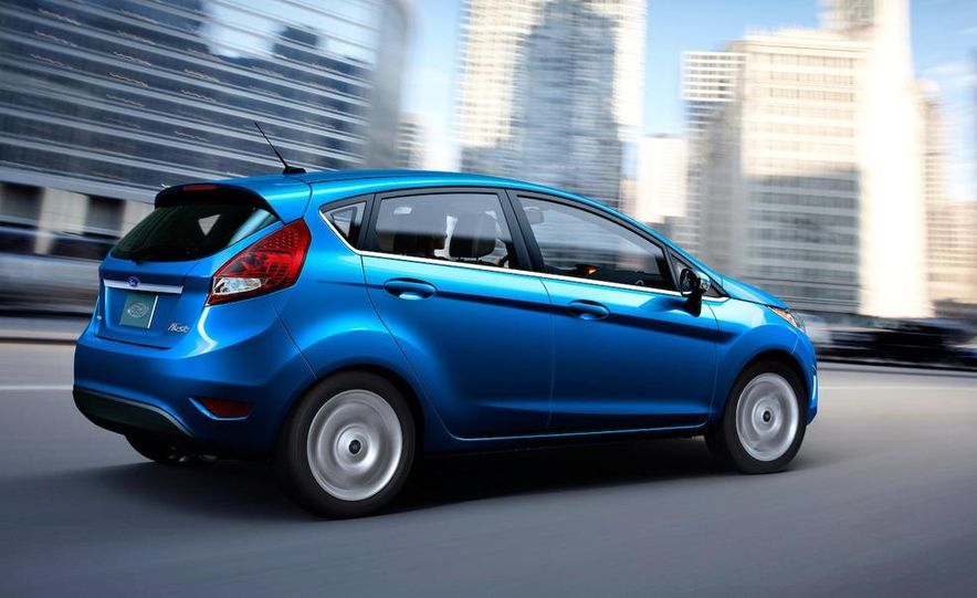 2011 Ford Fiesta 5-door - Slide 21