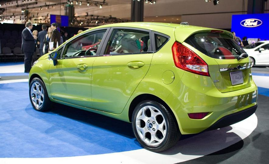 2011 Ford Fiesta 5-door - Slide 1