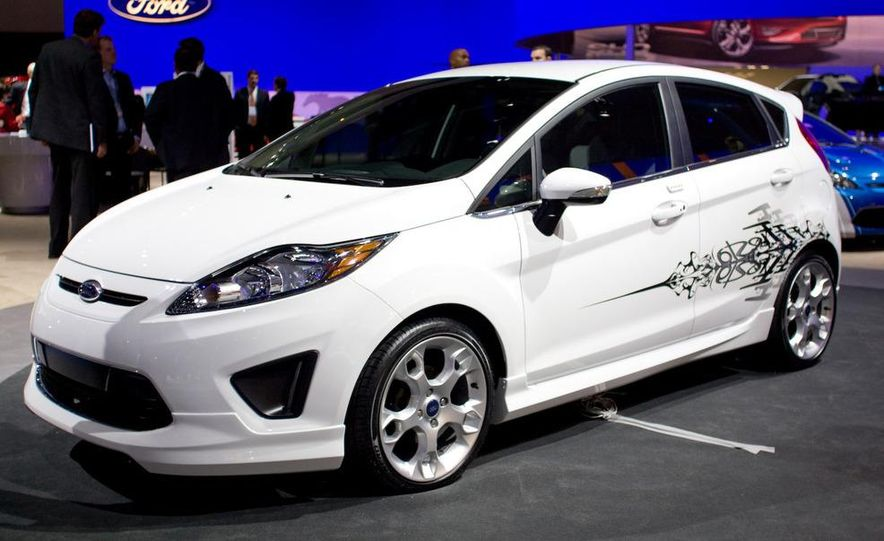 2011 Ford Fiesta 5-door - Slide 6