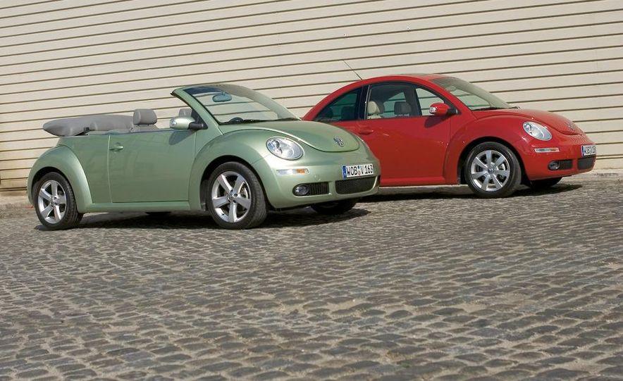 2010 Volkswagen New Beetle Final Edition coupe - Slide 14