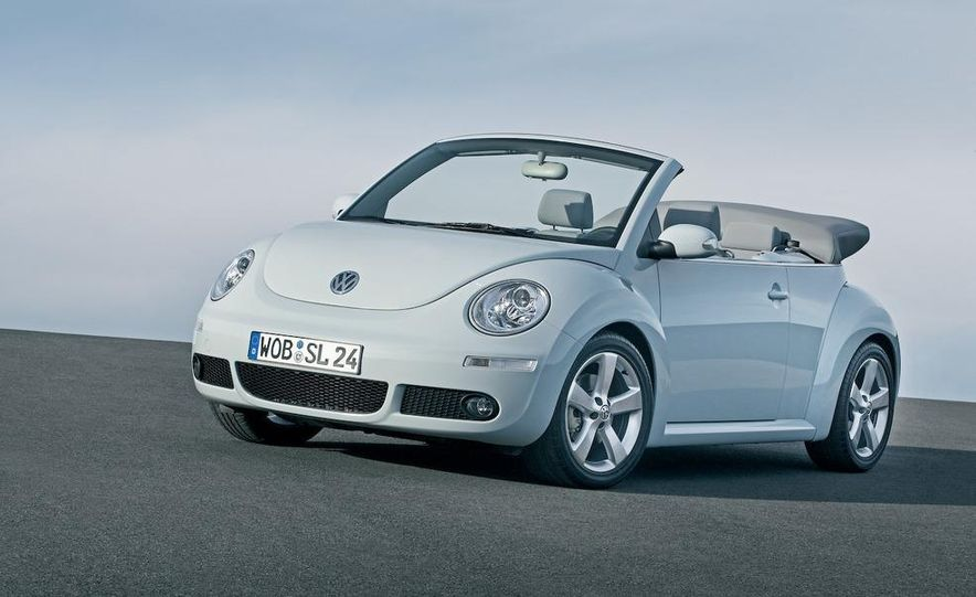 2010 Volkswagen New Beetle Final Edition coupe - Slide 13