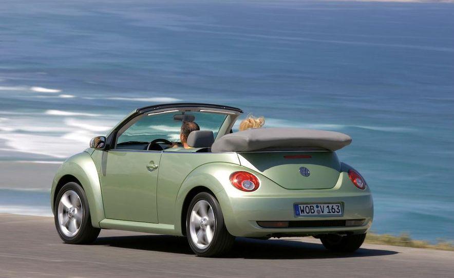 2010 Volkswagen New Beetle Final Edition coupe - Slide 21