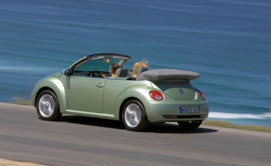 2010 Volkswagen New Beetle Final Edition coupe - Slide 22