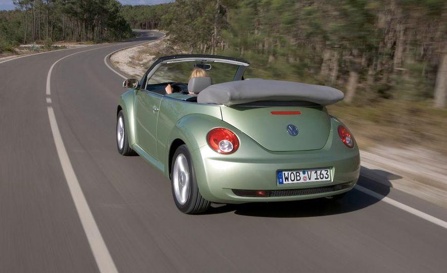2010 Volkswagen New Beetle Final Edition coupe - Slide 23