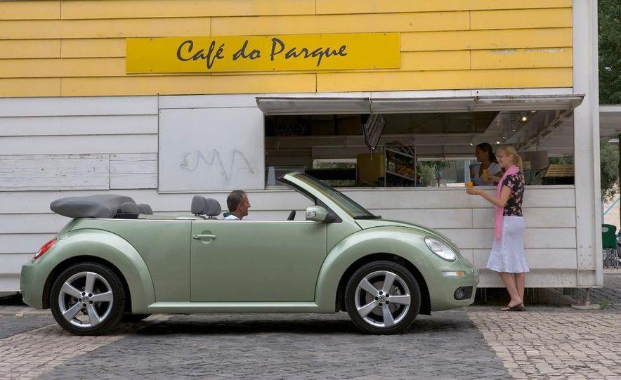 2010 Volkswagen New Beetle Final Edition coupe - Slide 27