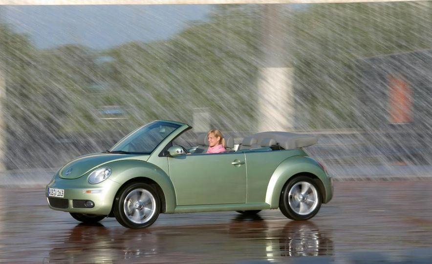 2010 Volkswagen New Beetle Final Edition coupe - Slide 28