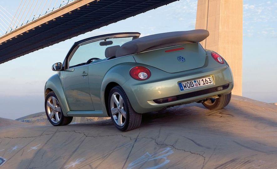 2010 Volkswagen New Beetle Final Edition coupe - Slide 29
